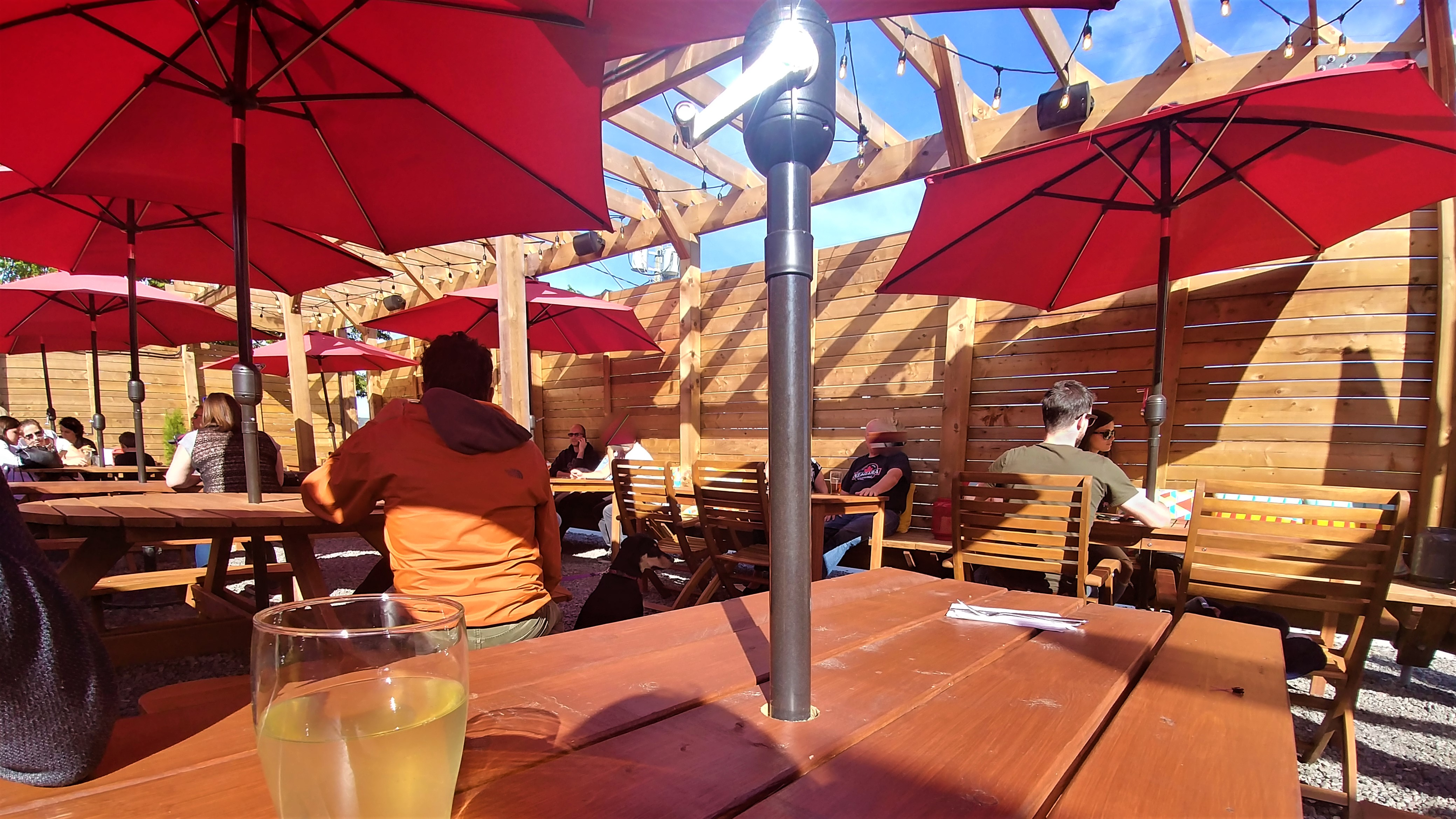 Euston park social moncton terrasses patios beer garden blog voyage acadie canada arpenter le chemin