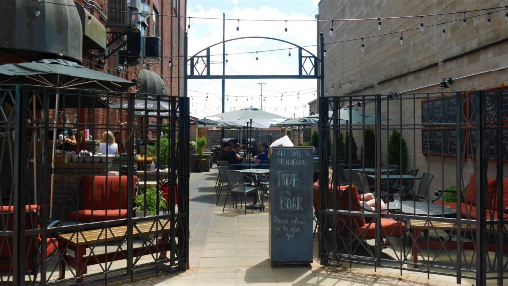 Moncton Tide and boar restaurant terrasse patio centre-ville