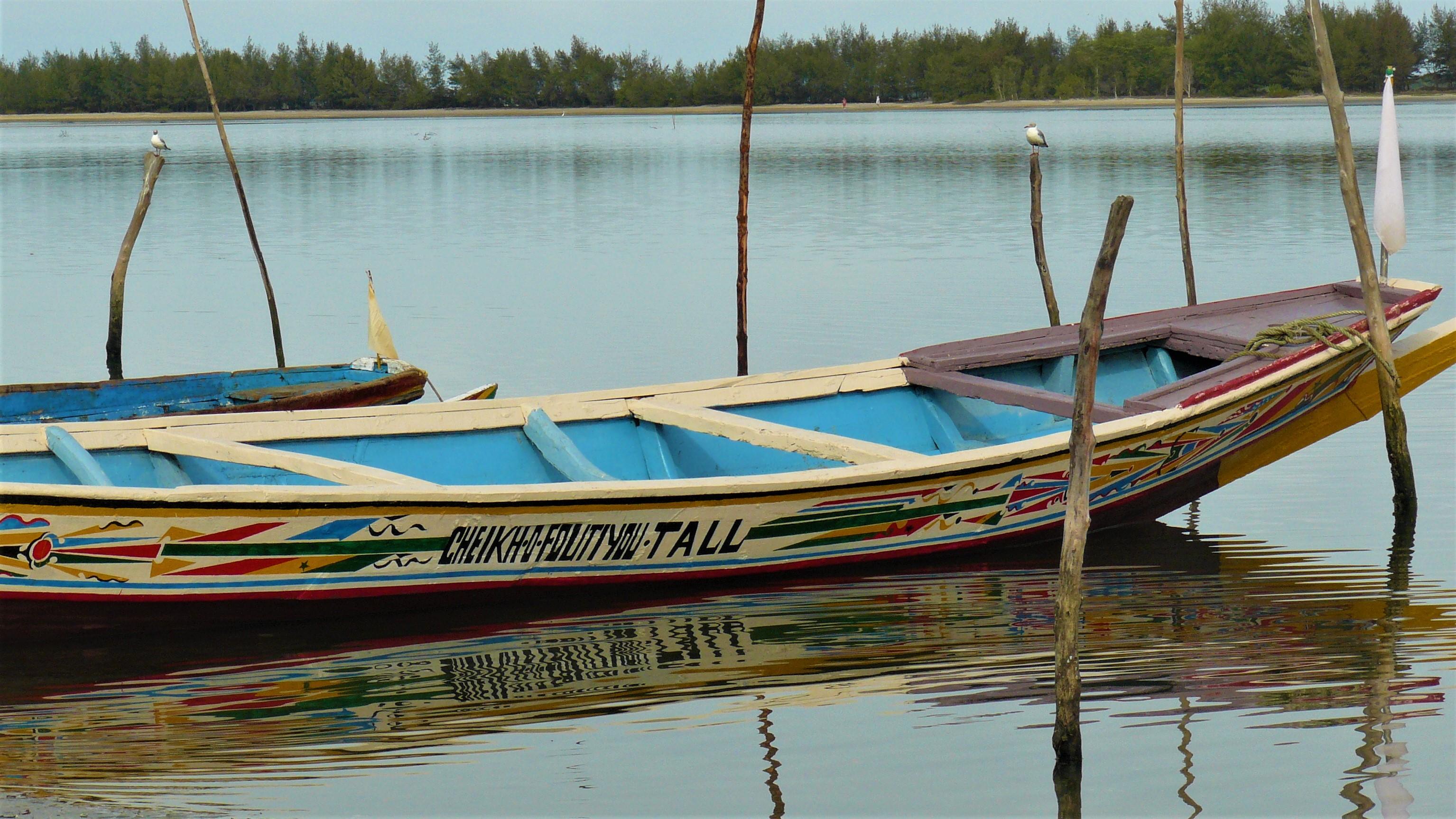 Senegal pirogue dakar arpenter le chemin voyage