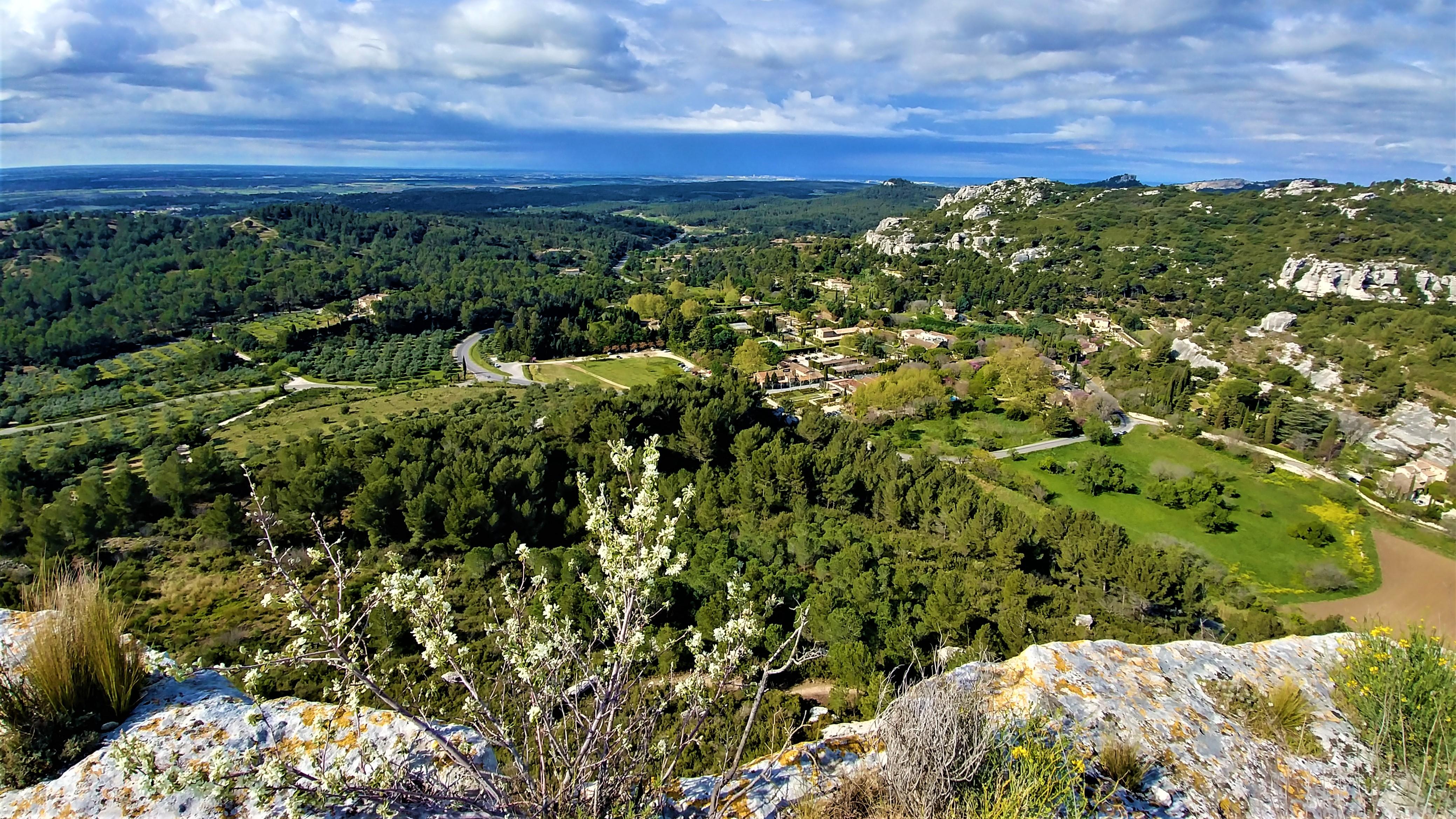 Baux de provence chateau camargue Arles escapade france arpenter le chemin
