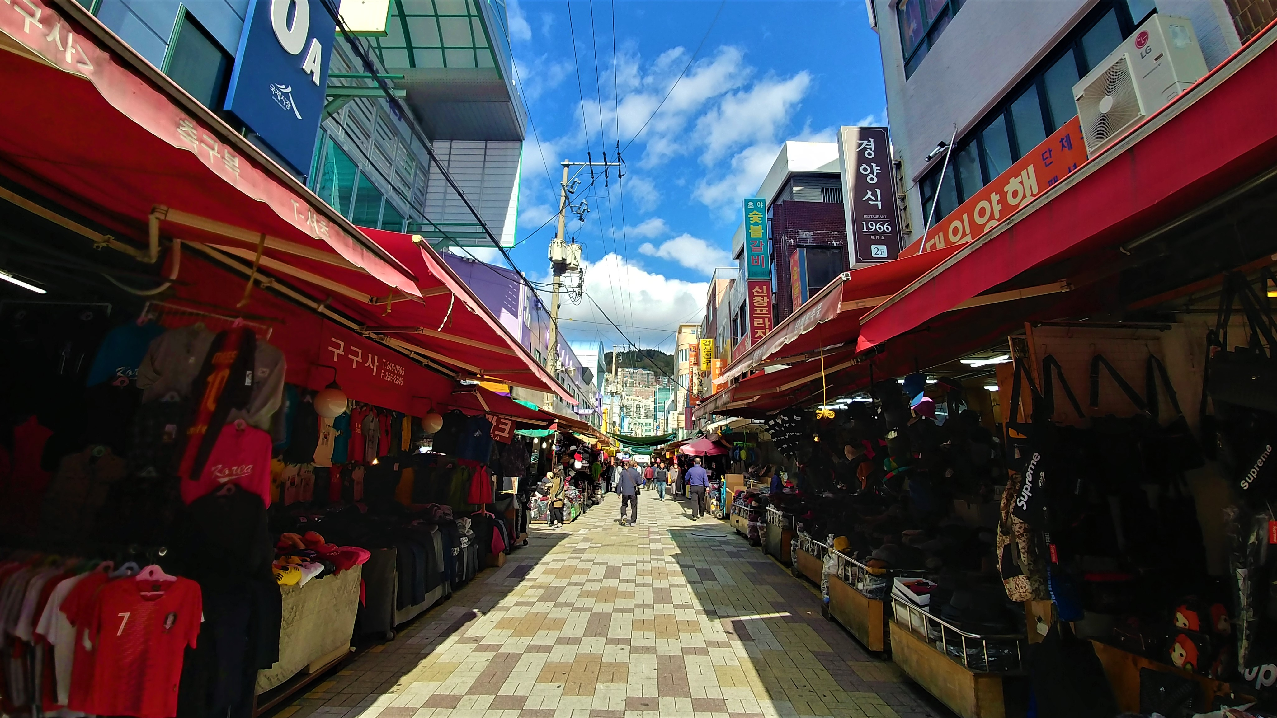 Busan marche gukje biff square visite ou aller jjimjilbang blog voyage coree du sud arpenter le chemin