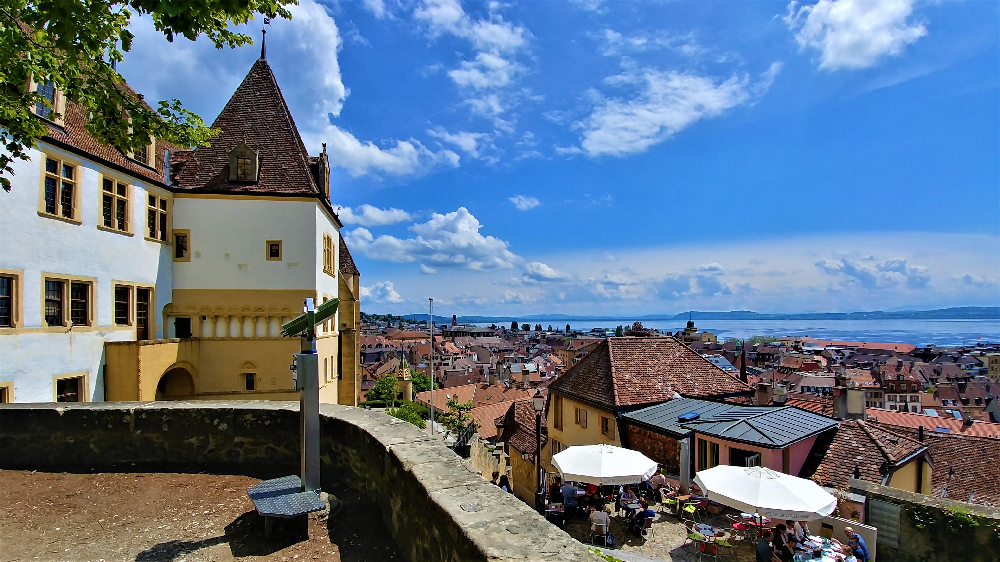 Neuchatel chateau visite a pied vieille ville blog voyage suisse arpenter le chemin