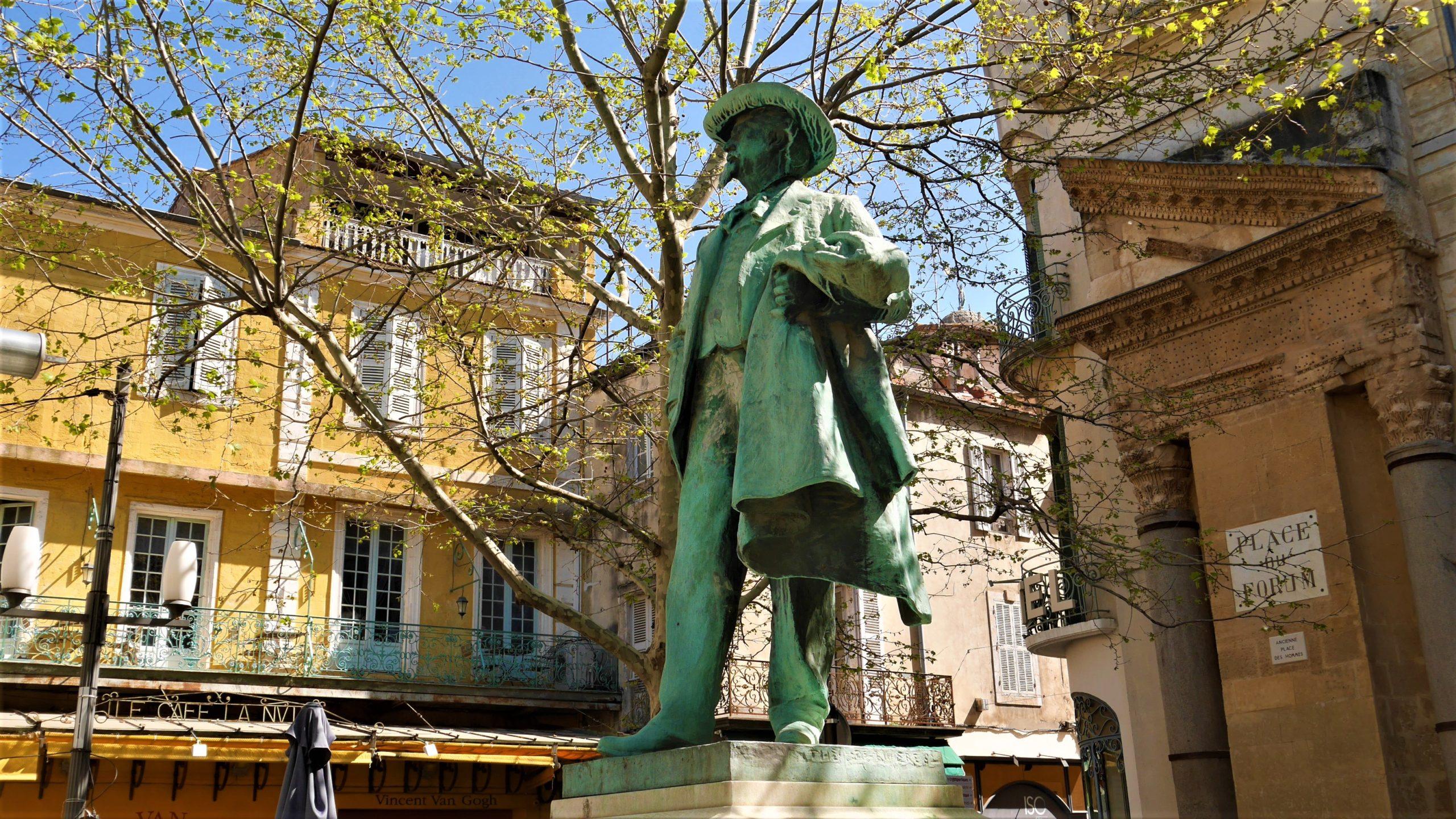 Arles place du forum infos pratiques vacances blog voyage