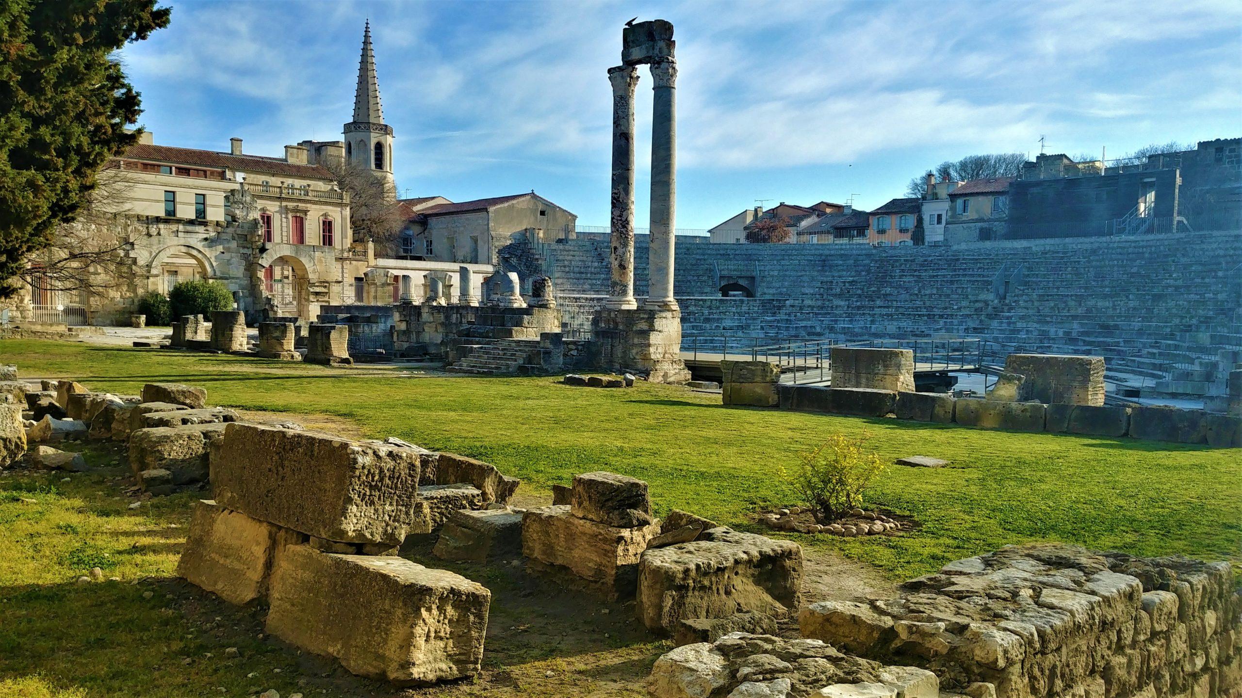 Arles visiter Amphithéâtre escapade printemps que voir blog voyage arpenter le chemin