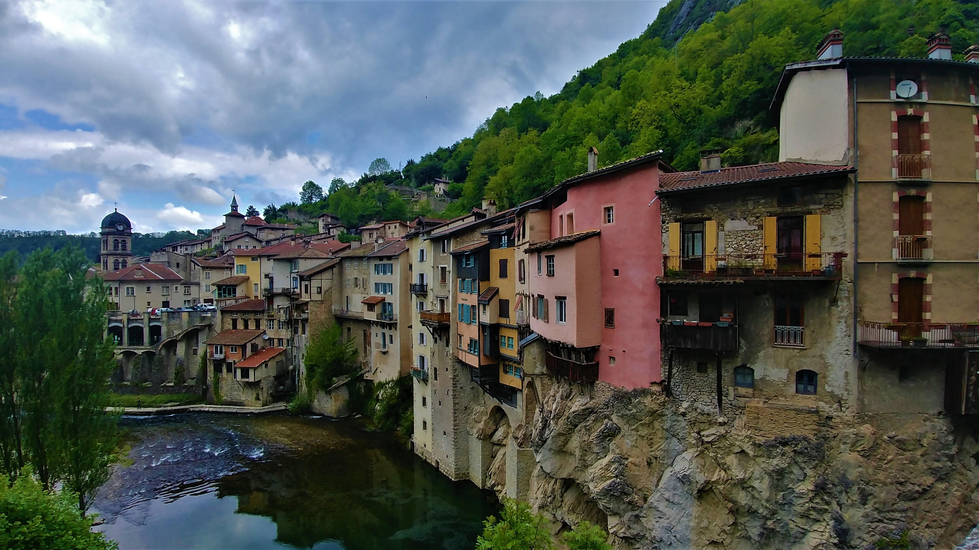 pont-en-royans maisons suspendues blog voyage isere arpenter le chemin