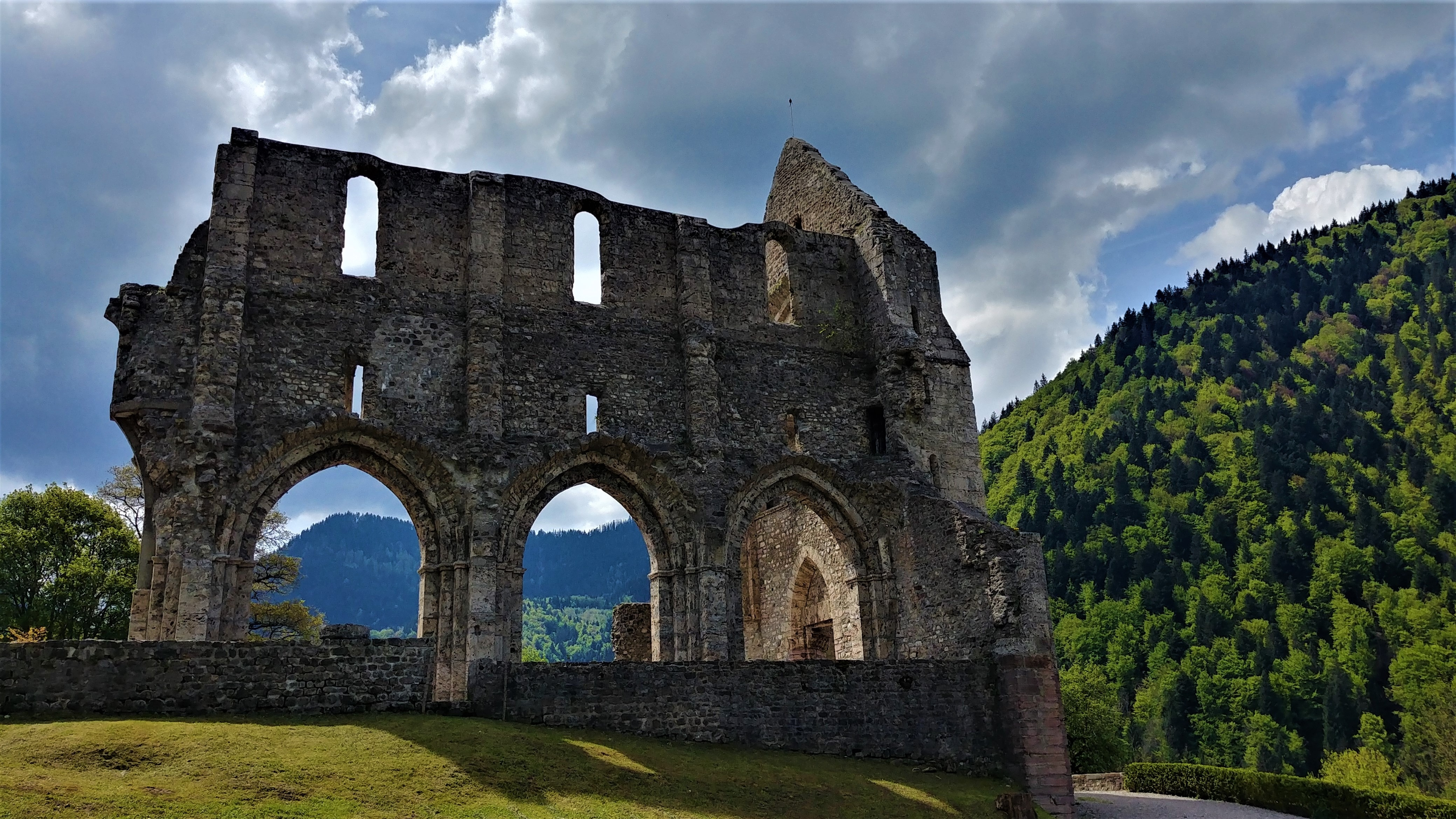 abbaye saint-jean-aulps visiter musee ruines blog voyage haute-savoie arpenter le chemin