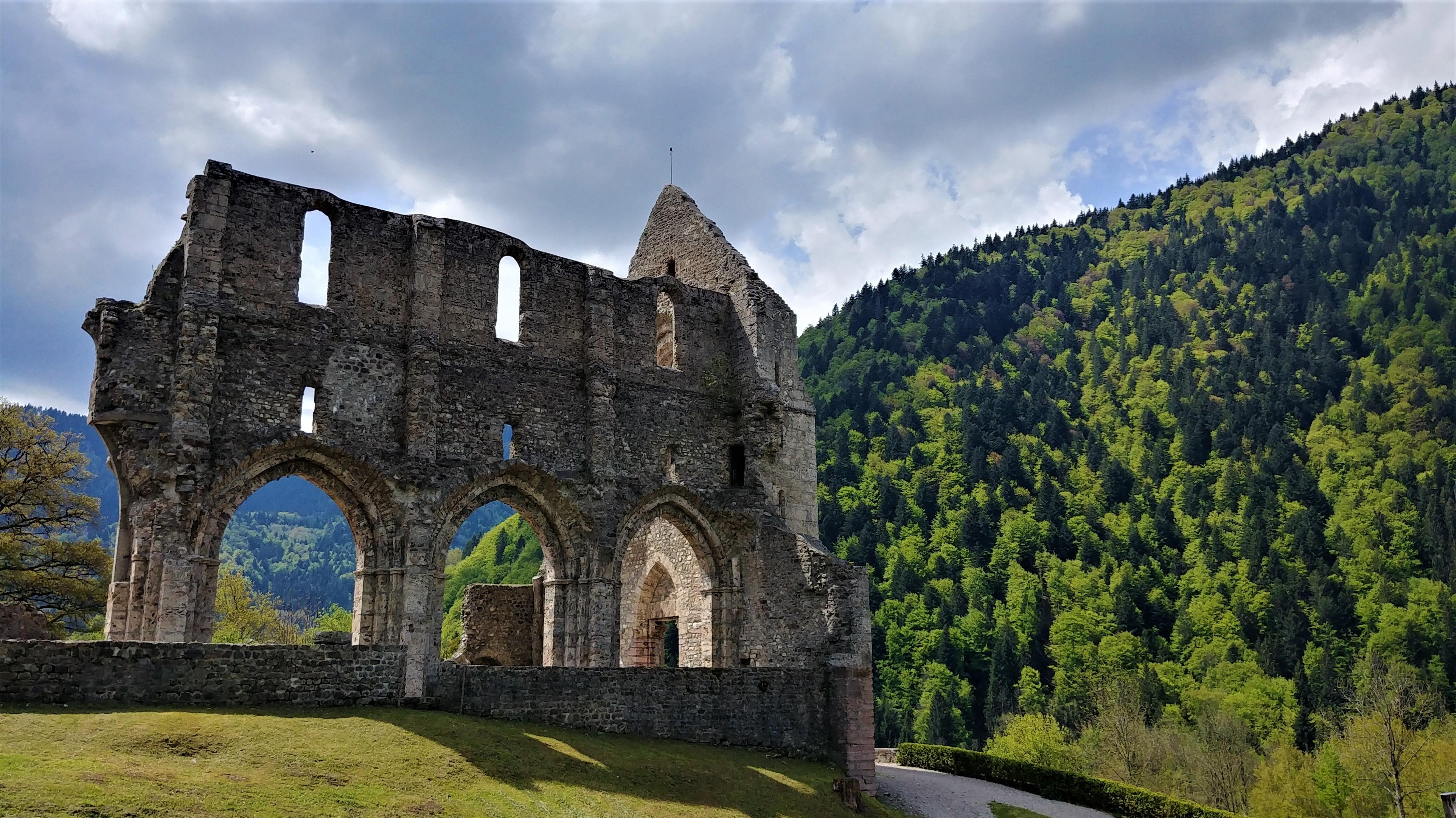 abbaye saint-jean-d'aulps haute-savoie blog voyage arpenter le chemin