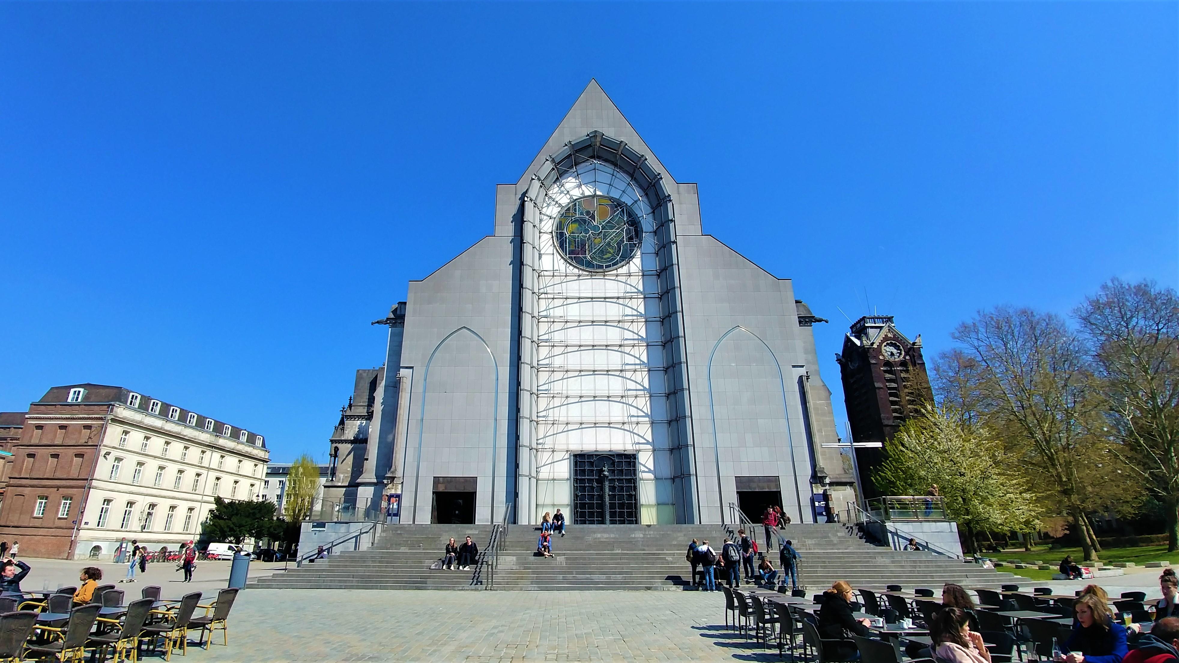 vieux lille cathedrale gothique notre dame treille visiter blog voyage france arpenter le chemin