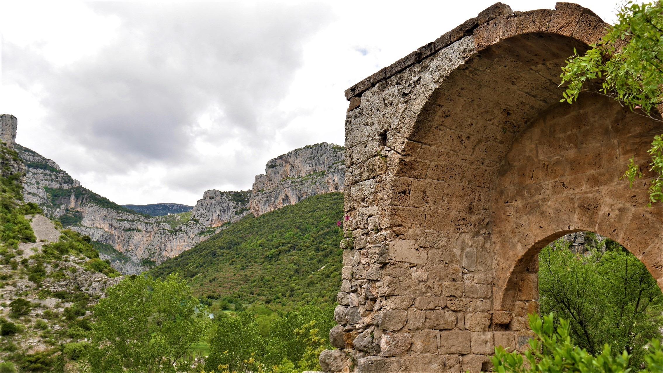 Saint Guilhem le desert cirque infernet rando chateau geant infos pratiques blog voyage france arpenter le chemin