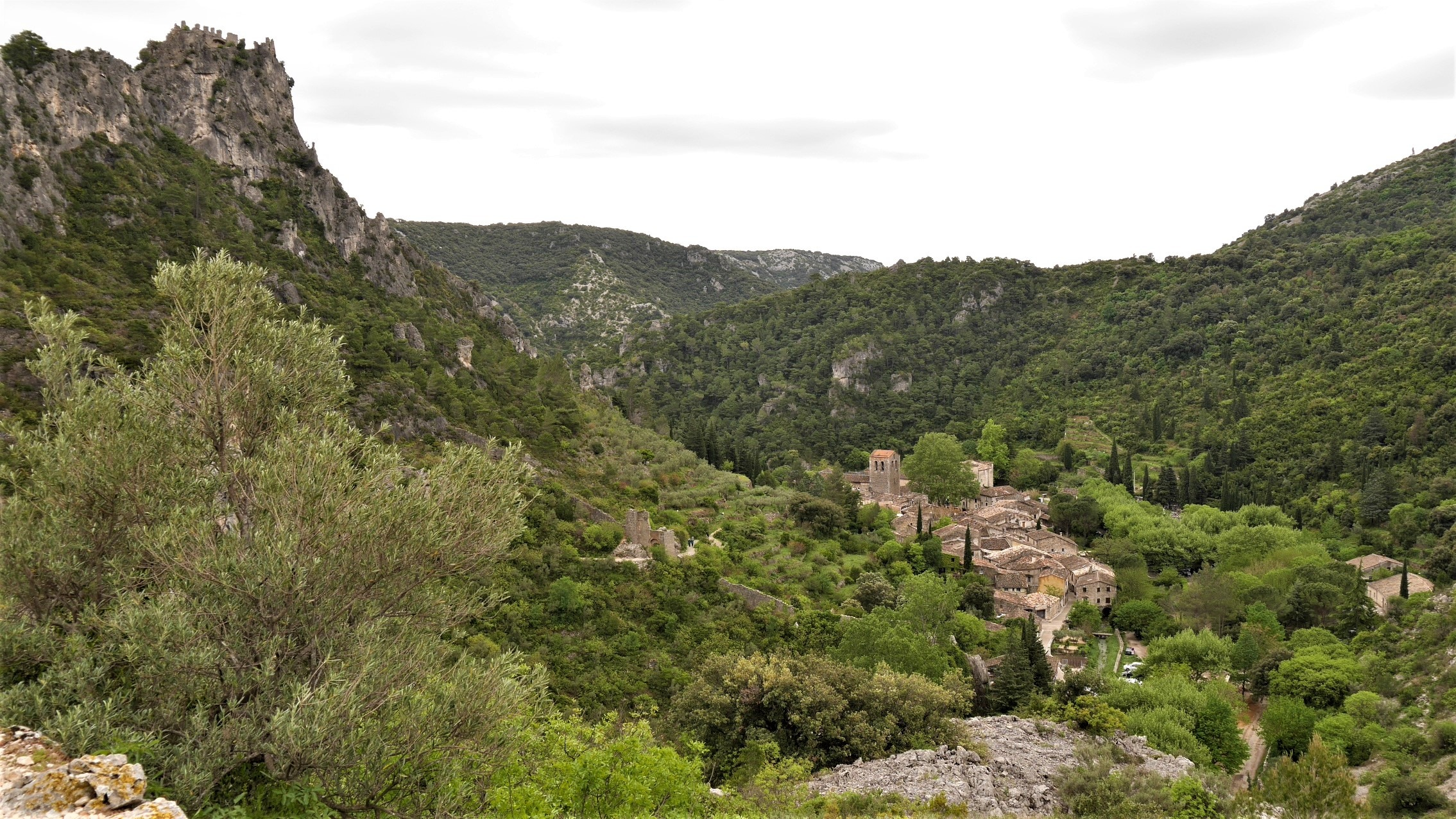 Saint Guilhem le desert visiter chateau geant blog voyage france