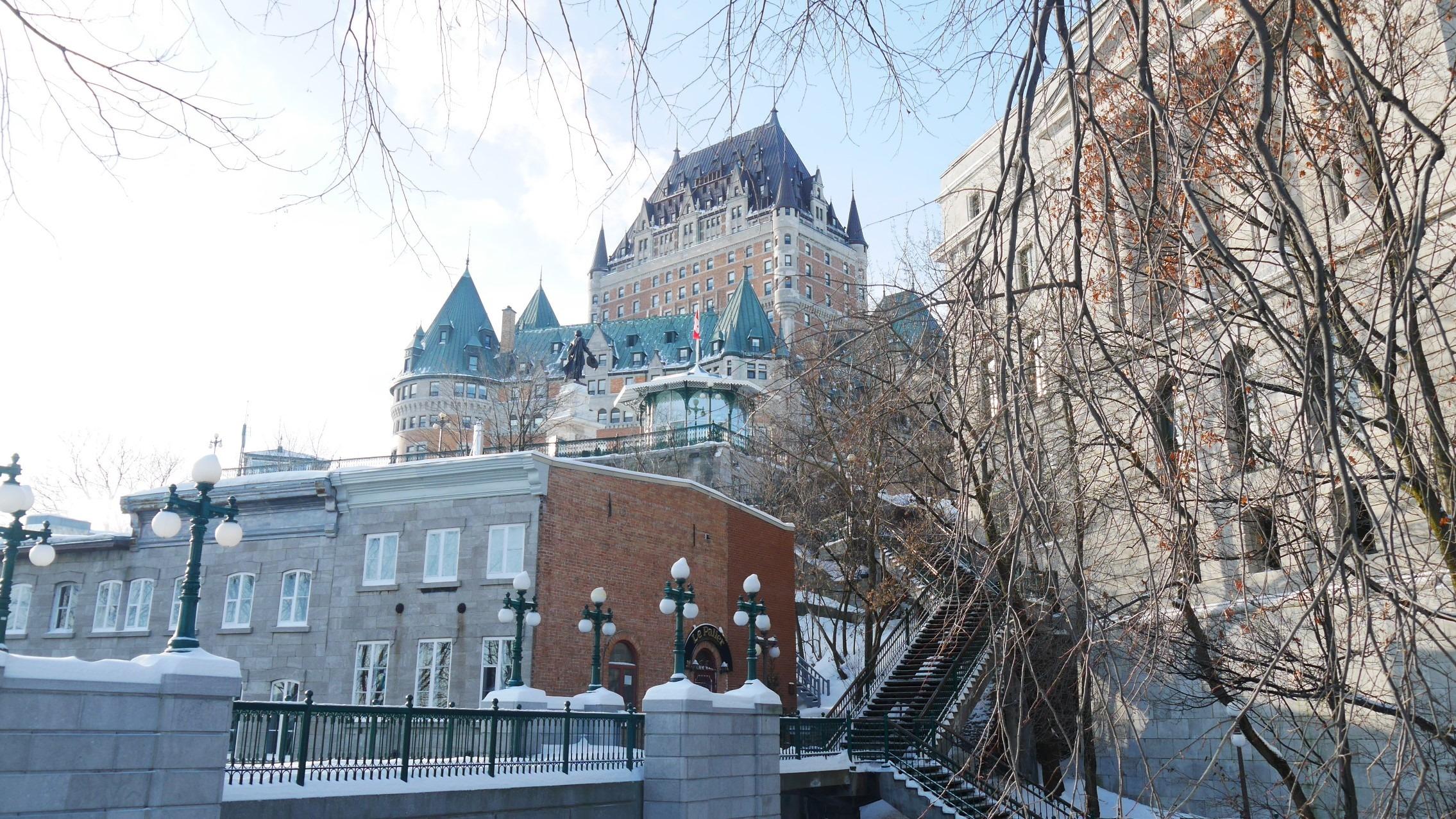 Quebec Noel petit-champlain chateau frontenac que voir blog voyage canada hiver arpenter le chemin