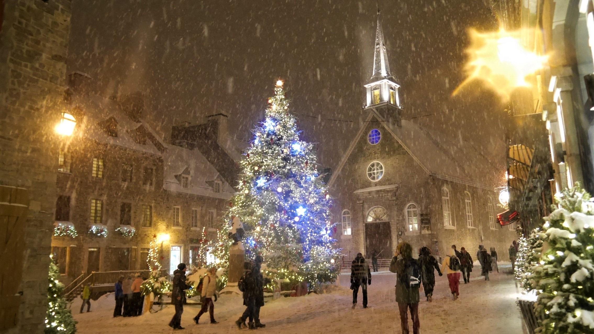 Quebec noel petit champlain decos illuminations fetes reveillon blog voyage canada hiver arpenter le chemin