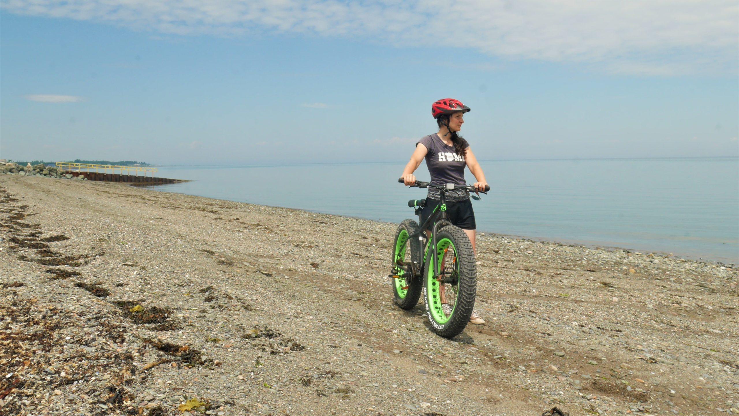 Bathurst plage Beresford fat bike région Chaleur voyage Arpenter le chemin